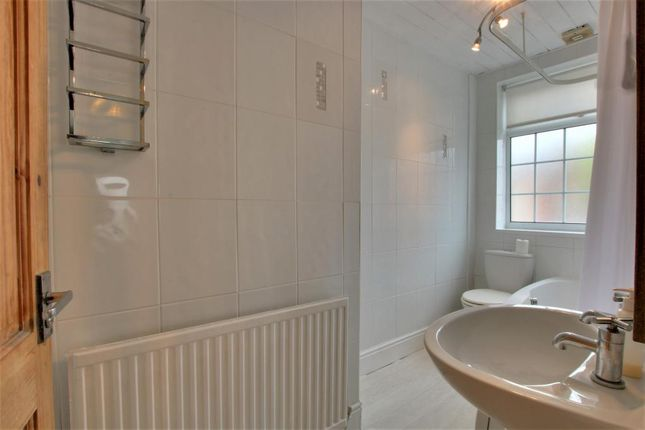 Bathroom 1 of Moorgate Avenue, Crosby, Liverpool L23