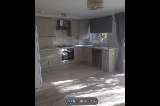 Thumbnail Flat to rent in Buckingham Ave, Perivale
