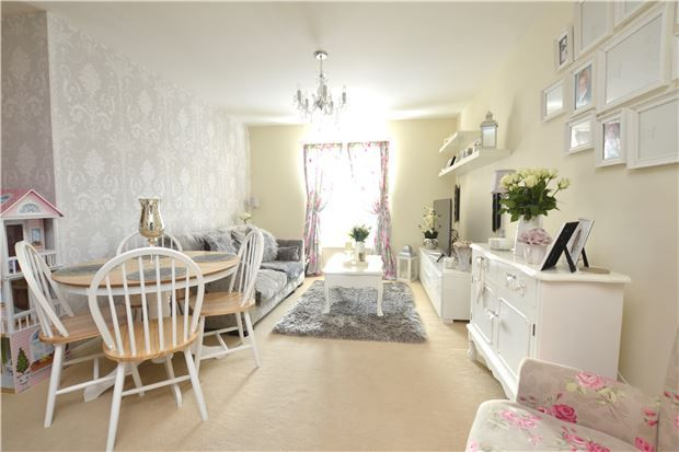 Thumbnail Flat for sale in 8 Welch Way Witney, Oxfordshire