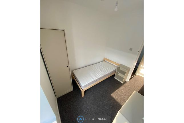 Room to rent in Queen Street, Pontypridd CF37