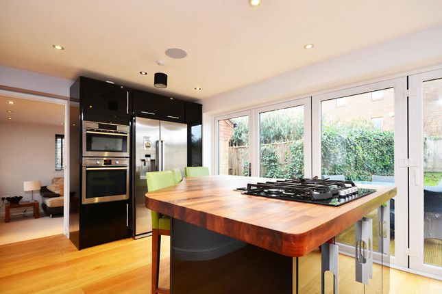 Thumbnail Property to rent in Sandalwood, Guildford