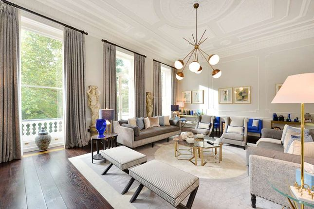 Thumbnail Flat for sale in Queen's Gate Gardens, London