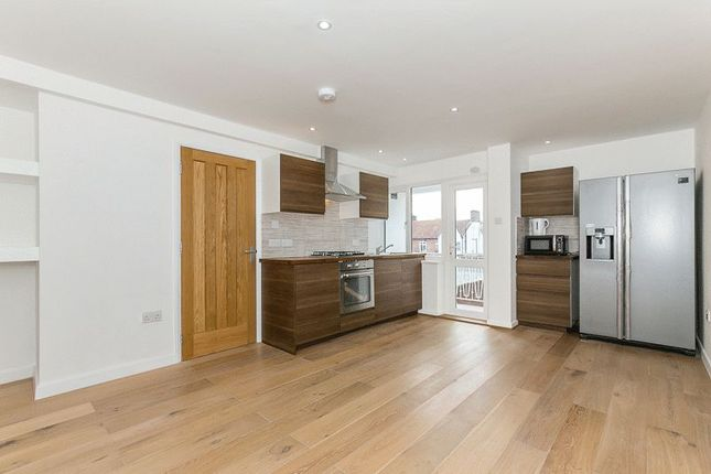 Thumbnail Flat to rent in Broadwalk, Crawley