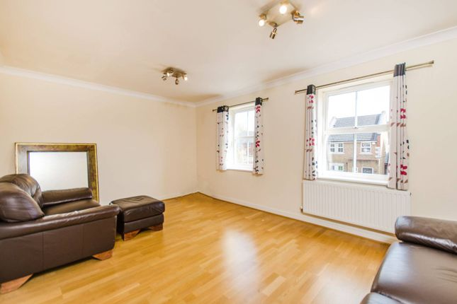 Thumbnail Property for sale in Barlow Drive, Shooters Hill, London