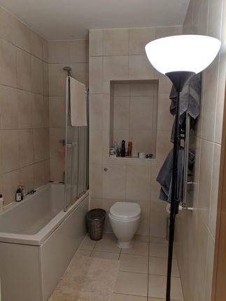 Bathroom of Hackney Road, Shoredtich E2