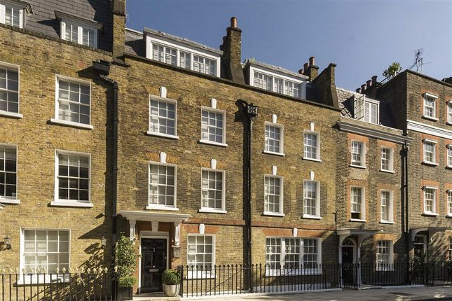 Thumbnail Flat for sale in Buckingham Place, London