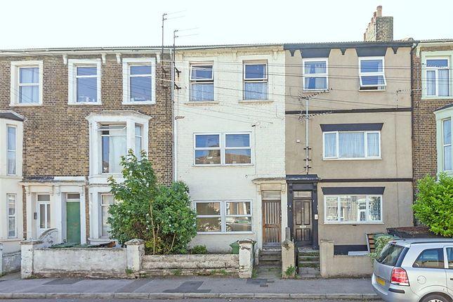 Thumbnail Flat to rent in Alma Road, Sheerness, Kent