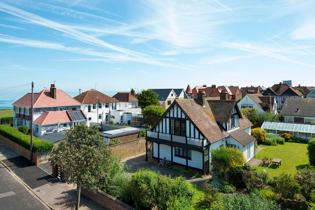Thumbnail Property for sale in Pembroke Avenue, Margate
