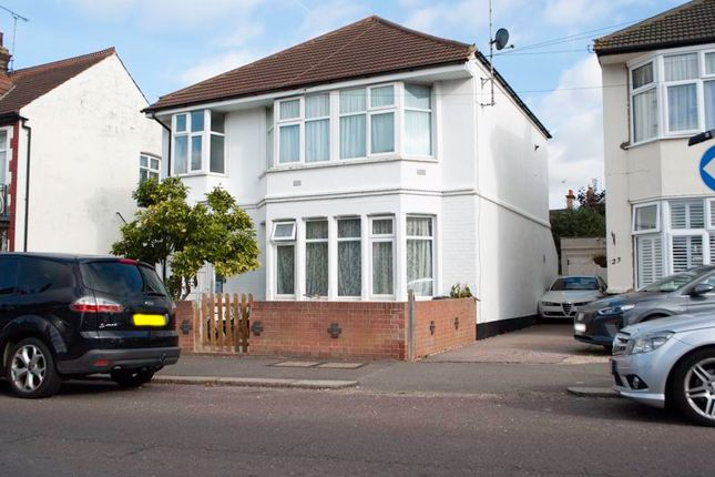1 bed flat for sale in Southbourne Grove, Westcliff-On-Sea SS0