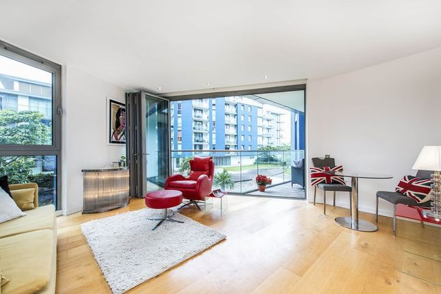 Thumbnail Flat for sale in Eastfields Avenue, London