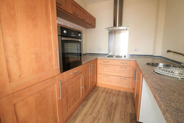 Thumbnail Flat to rent in Cambridge Road, Ellesmere Port