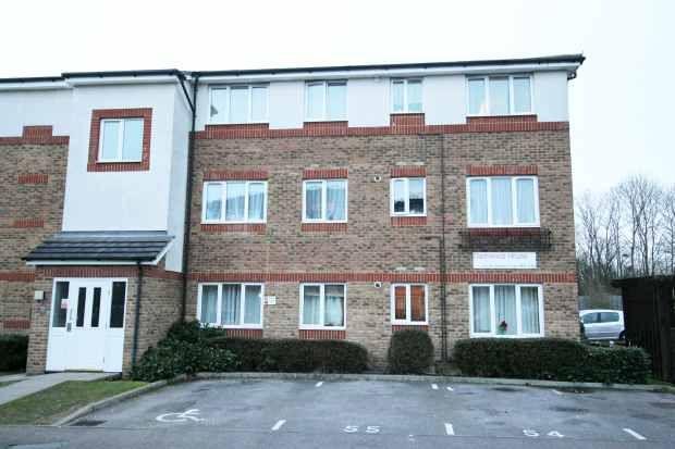2 bed flat for sale in Akerlea Close, Milton Keynes, Buckinghamshire