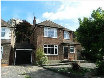 Thumbnail Detached house to rent in Effingham Close, Sutton