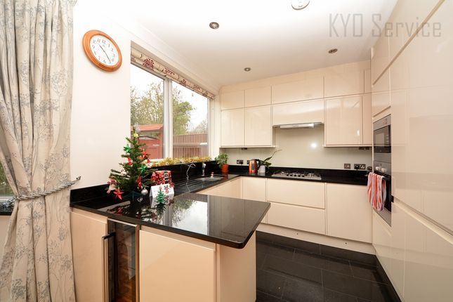 Thumbnail Semi-detached house to rent in Linkside, North Finchley, London