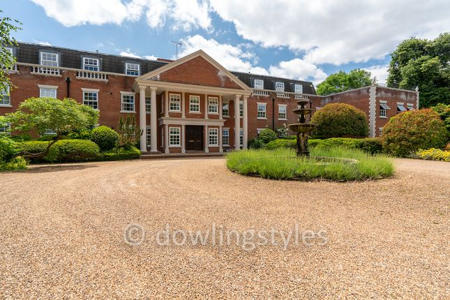 2 bed flat for sale in Spencer Park, East Molesey KT8