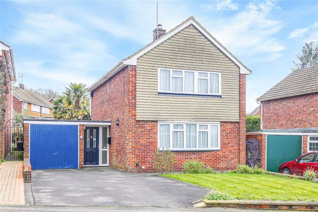 3 bed detached house to rent in Central Way, Oxted, Surrey RH8