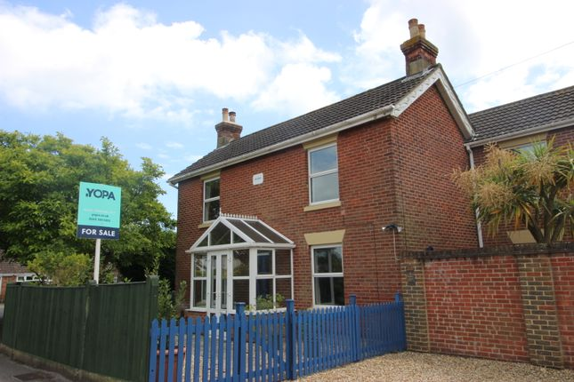 Thumbnail Detached house for sale in Admirals Road, Locks Heath, Southampton