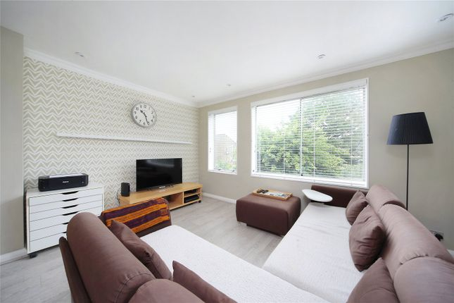 Thumbnail Flat to rent in Auckland Road, Battersea, London