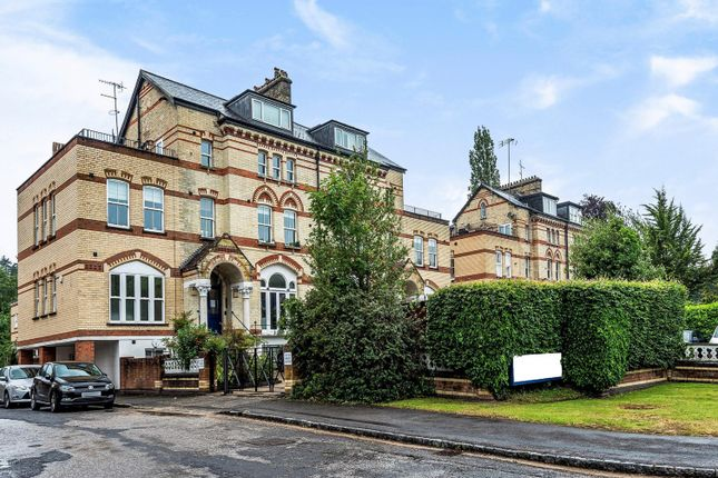 2 bed flat for sale in Cedar Court, Fairmile, Henley-On-Thames RG9