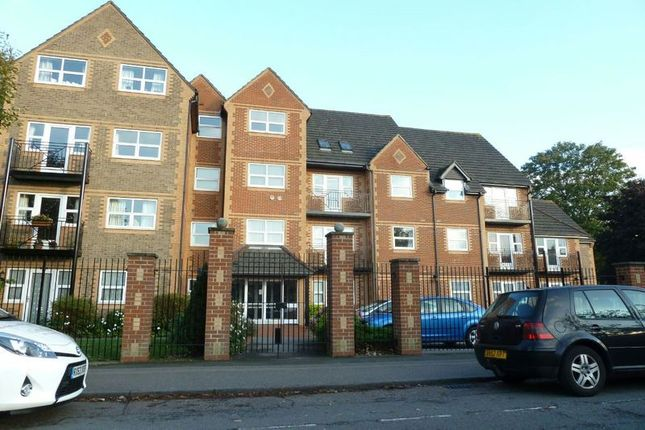 2 bed flat to rent in Marlborough House, Northcourt Avenue, Reading