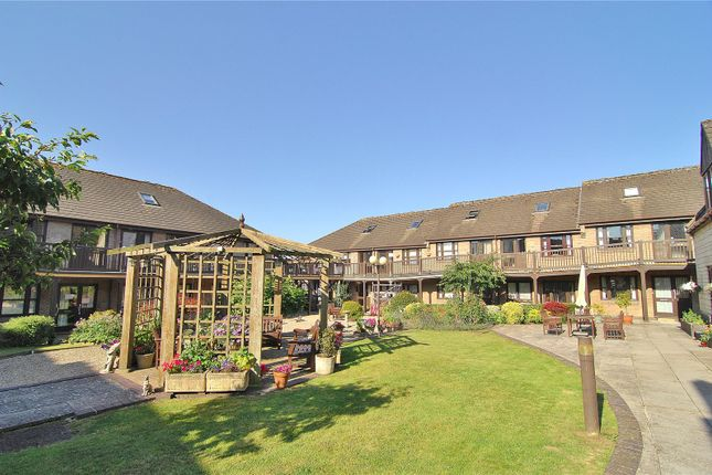 2 bed flat for sale in Church Road, Stroud GL5