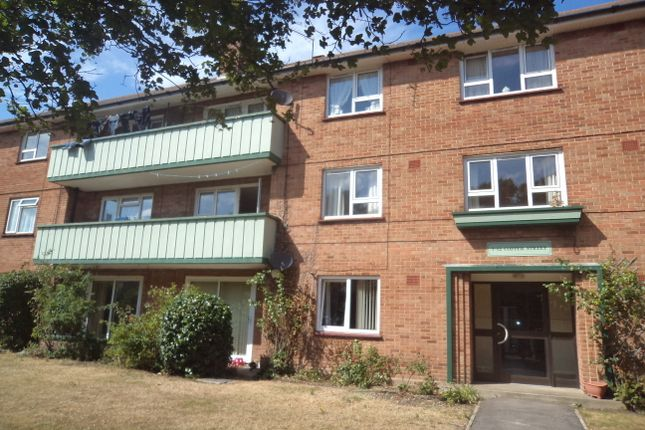 2 bed flat to rent in Copper Street, Southsea