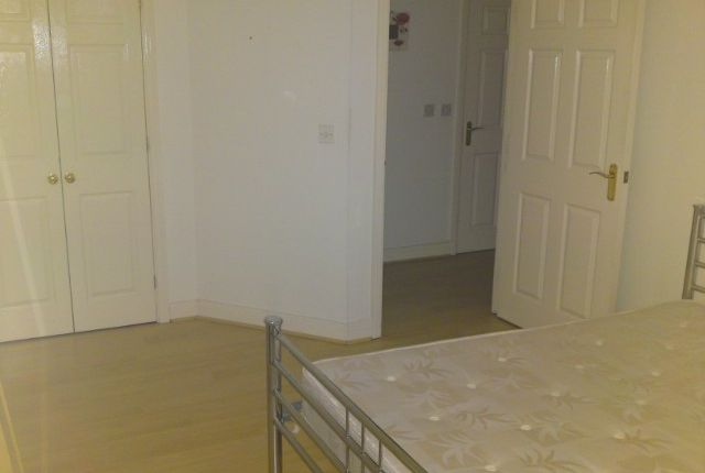 Flat to rent in Seaton Square, Mill Hill