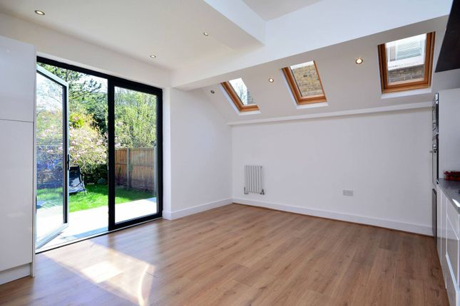 Thumbnail Flat to rent in Silver Crescent, Chiswick