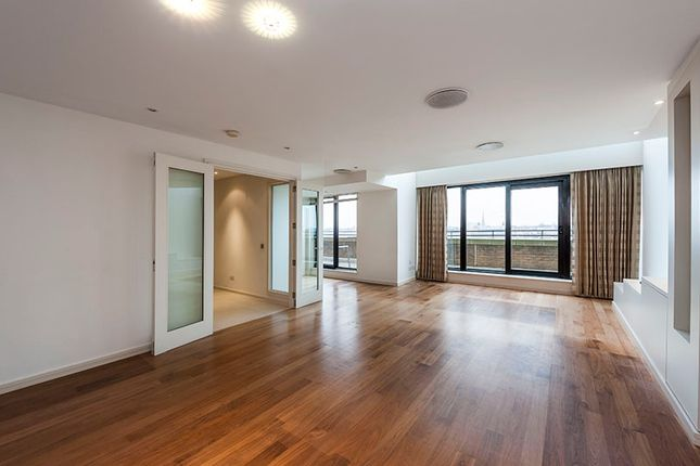 Thumbnail Triplex to rent in Cromwell Road, London