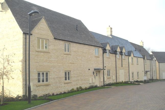Thumbnail Flat to rent in Cross Close, Cirencester