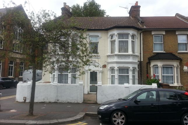 3 bed flat to rent in Ramsay Road, London