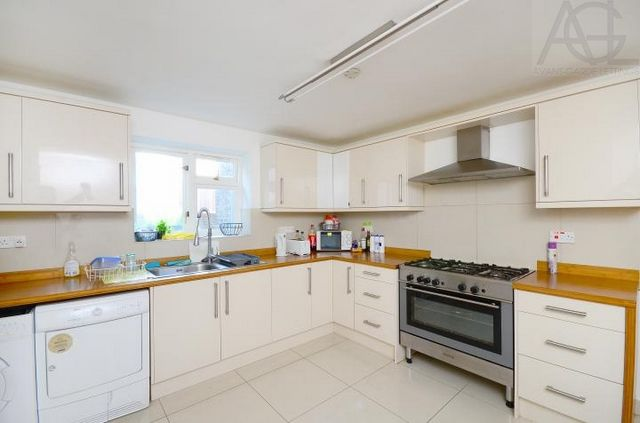 Thumbnail Terraced house to rent in Portway, London