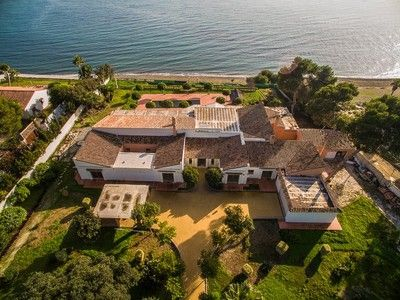 Thumbnail Villa for sale in Estepona, Mã¡Laga, Spain
