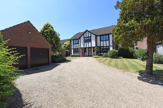 Thumbnail Detached house for sale in Heathway, East Horsley