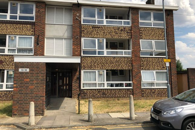 Thumbnail Flat to rent in Henry's Walk, Barkingside