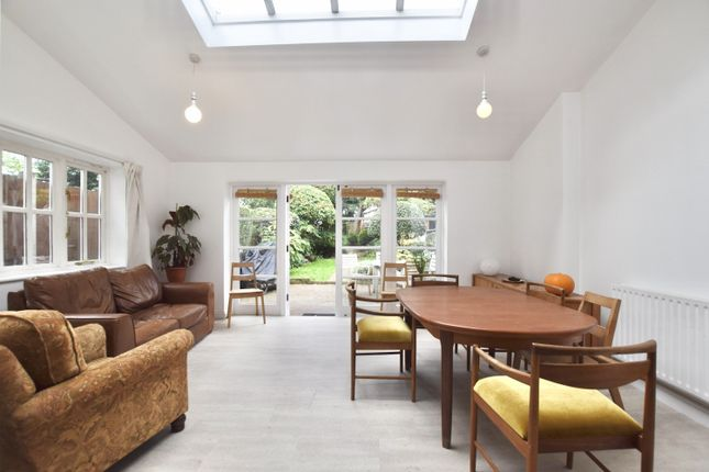 3 bed terraced house to rent in East Road, London E15