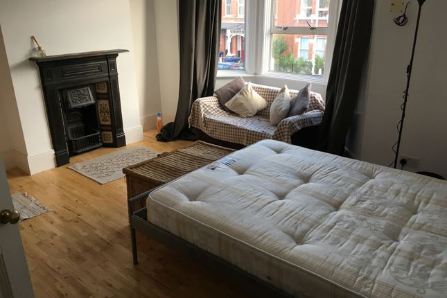Room to rent in Very Near Seaford Road Area, Ealing Northfields W13