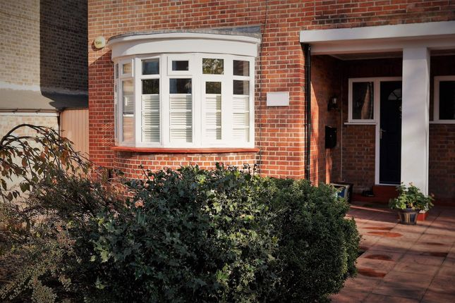 2 bed flat for sale in Lonsdale Court, London, London