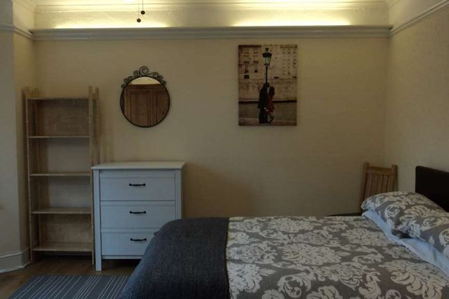 Thumbnail Room to rent in Weston Road, Guildford