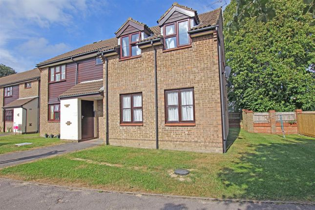 Thumbnail Flat for sale in Lindfield Drive, Hailsham