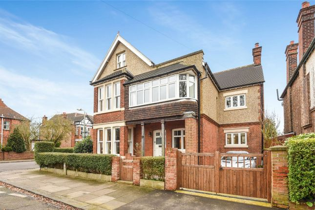 Thumbnail Detached house for sale in Shaftesbury Avenue, Bedford
