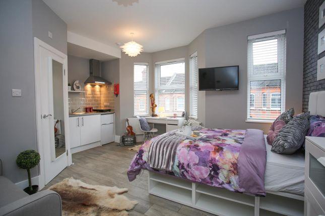 Thumbnail Studio to rent in Lyndhurst Road, Luton