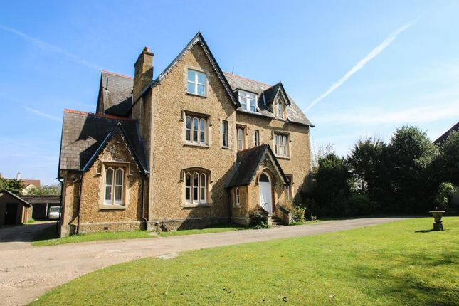 Thumbnail Flat for sale in Cross Lanes, Guildford