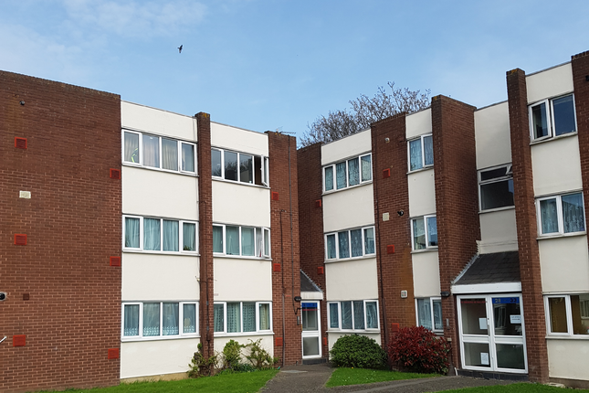 Thumbnail Flat to rent in Sanddown Close, Heathrow