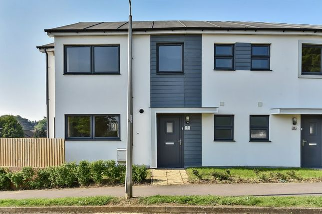 Thumbnail Terraced house for sale in Lincoln Close, Banbury