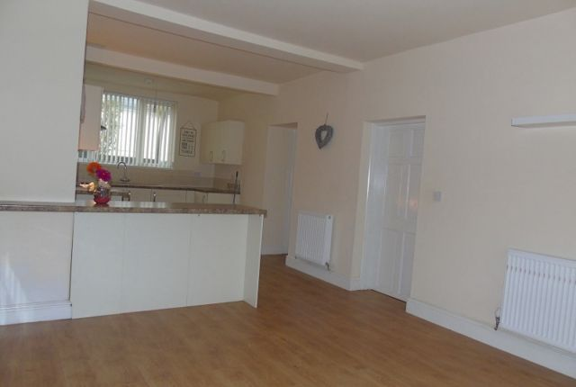 Thumbnail Detached house to rent in Pwll Road, Pwll, Llanelli