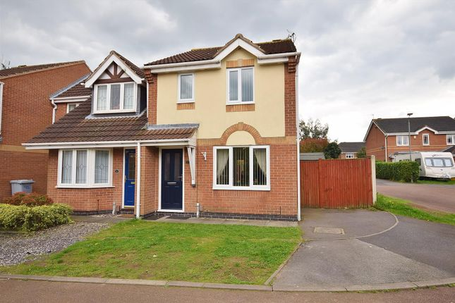 3 bed end terrace house for sale in Amber Close, Rainworth, Mansfield