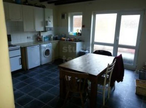 Thumbnail Shared accommodation to rent in Penchwintan Road, Bangor, Gwynedd
