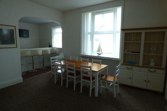 Dining Room / Bar