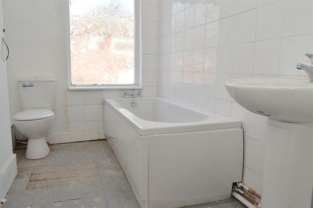 Bathroom of Urmson Street, Oldham OL8